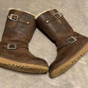 Girls UGG leather boots 1